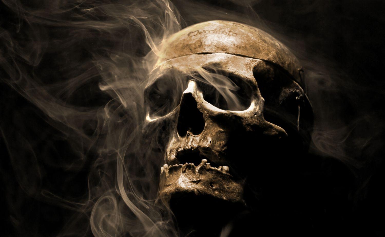 Couchtisch mit Motiv Gothic Hell Totenkopf Rauch  eBay