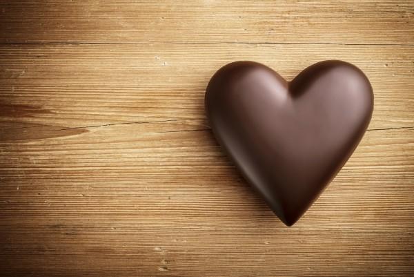Magnettafel Pinnwand XXL Magnetbild Schokoladenherz auf Holz